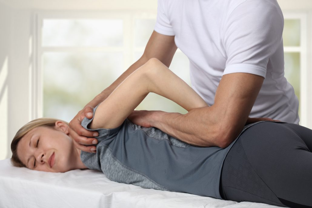 chiropractic adjustment joint cracking