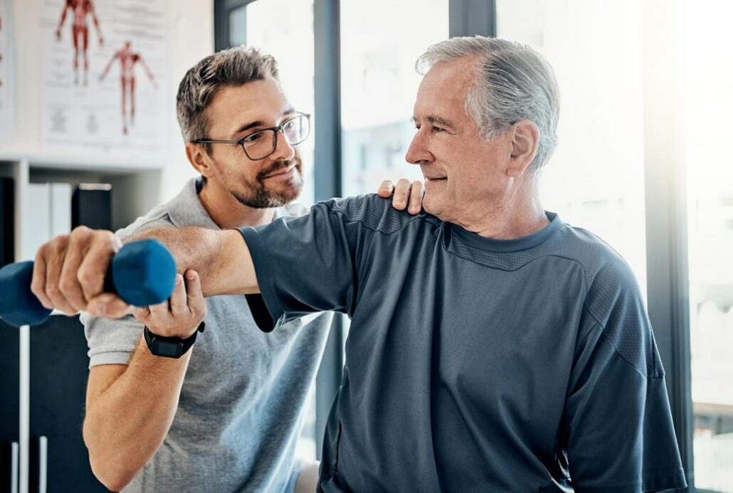 Shoulder Pain: What to Do in Between Chiropractic Sessions