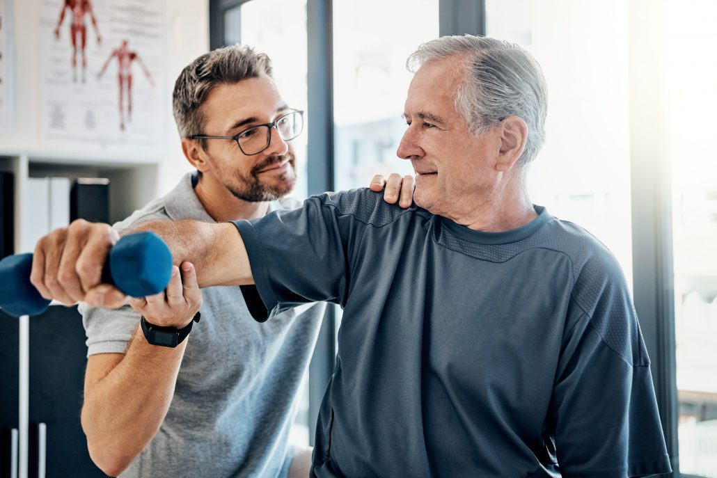chiropractic session treating shoulder pain