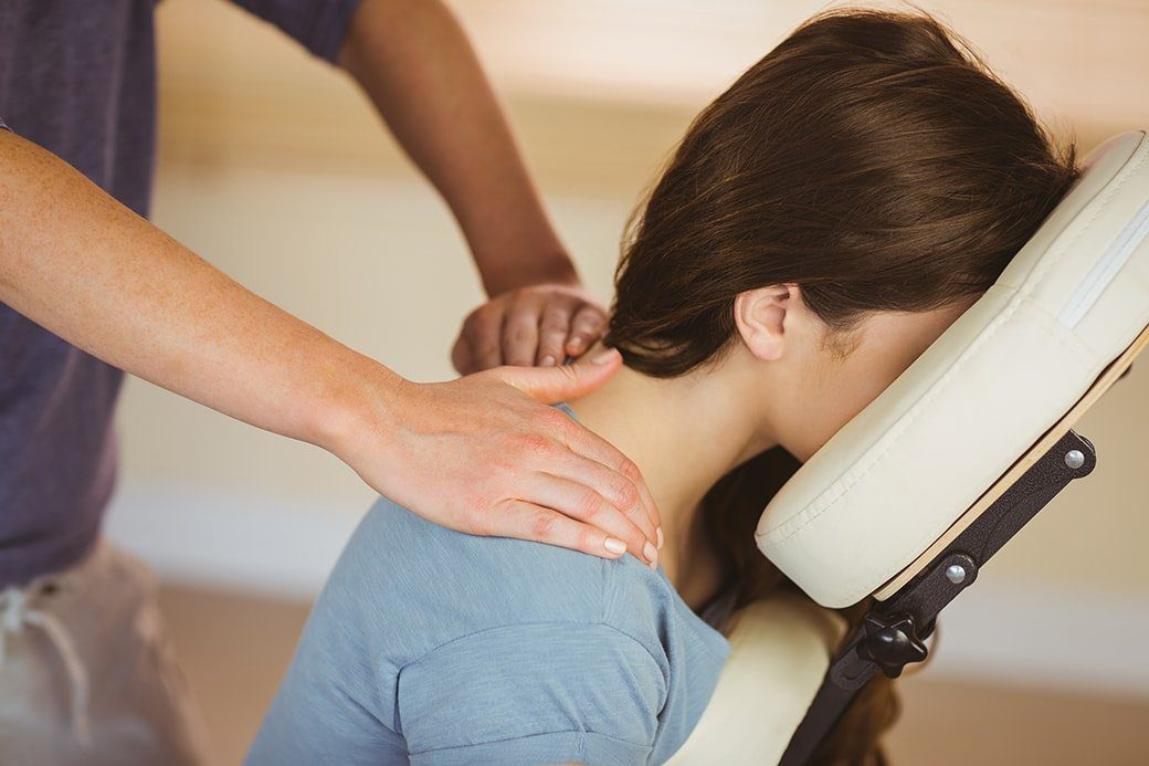 Chiropractor massage for pinched nerve